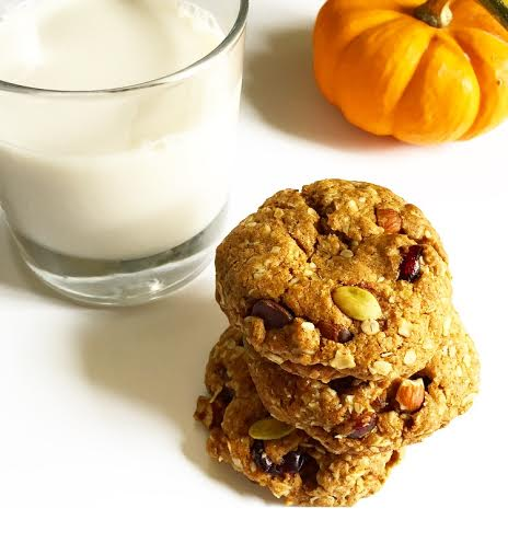 cranberry oatmeal cookie with pumpkin kaleinit